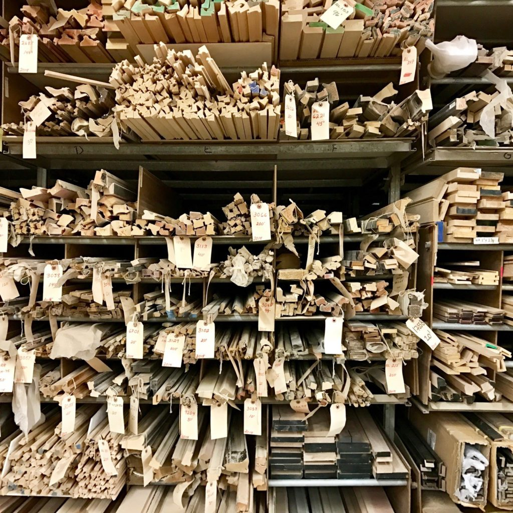 Inventory of raw wood profiles to be made into frames
