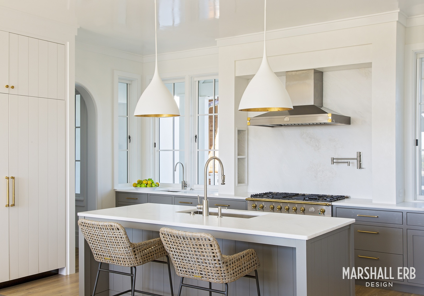 Marshall-Erb-Design-Beach-House-Kitchen-Island